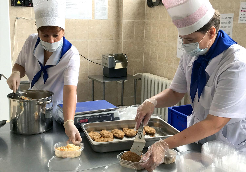 СХК обеспечил горячим питанием медиков Северска
